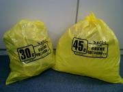 黄色いゴミ袋でカラスを撃退 鳥との知恵比べに終止符か