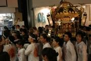 「裏原でお神輿を担ごう」、穏田神社祭礼で商店会が呼びかけ