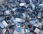 埋もれた都市鉱山活かし五輪メダルに  都が10万個の携帯を回収